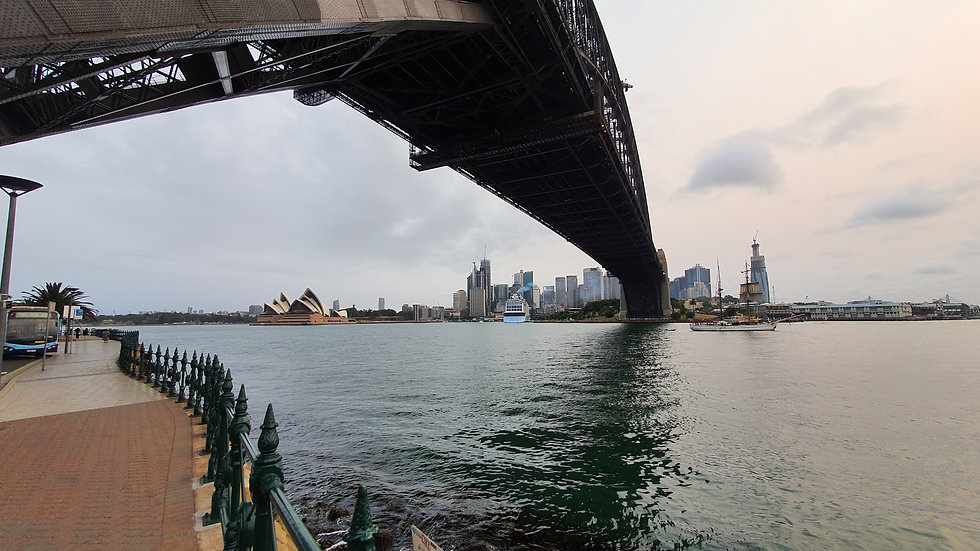 Harbour bridge day time north sydney.jpg