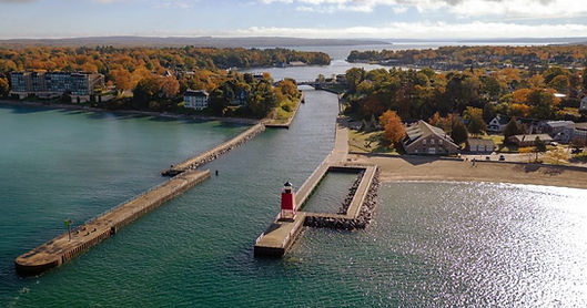 Visit-Charlevoix_Lighthouse-900x473.jpg