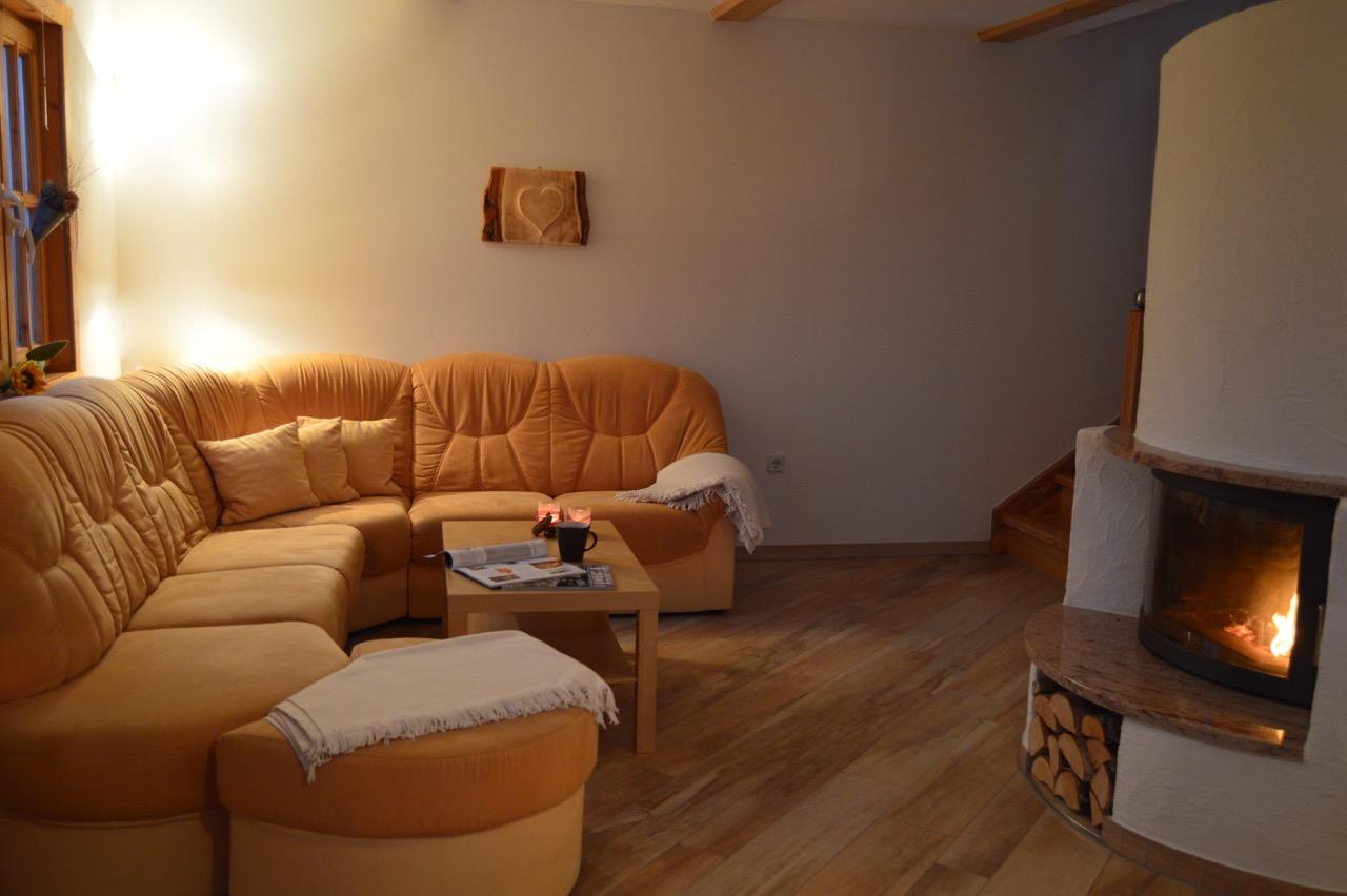 Das Wohnzimmer mit Kamin