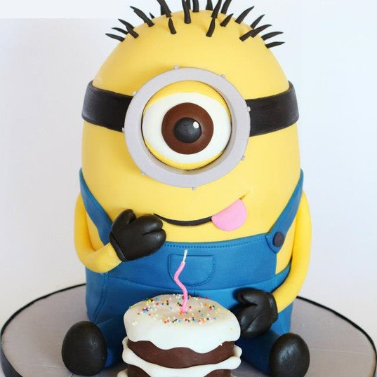 Minion-Cake-by-Loris-Sweet-Cakes.jpg
