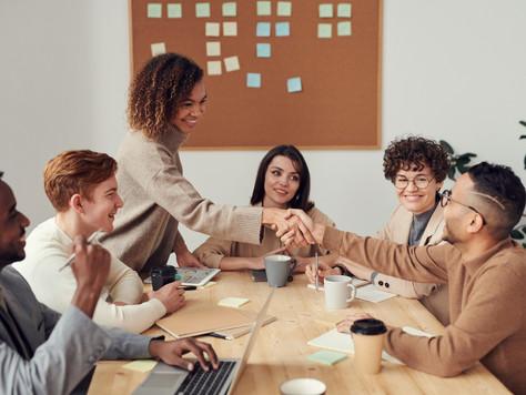 Qual a importância de práticas para promoção de saúde e prevenção de doenças na gestão corporativa?