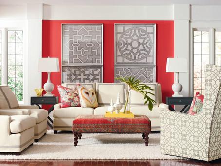 迎接春日來臨家居,充滿印花布沙發的客廳
