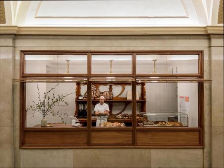 紐約商業大樓大廳裡的麵包工坊