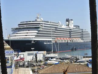 El 'Oosterdam' hace historia al ser el Crucero más grande que atraca en Ceuta