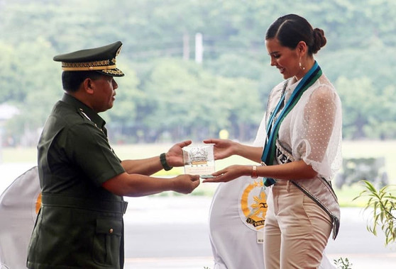 Armed Forces Philippines recognises Catriona for her humanitarian efforts for the Philippines