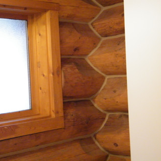 Interior log chinking.