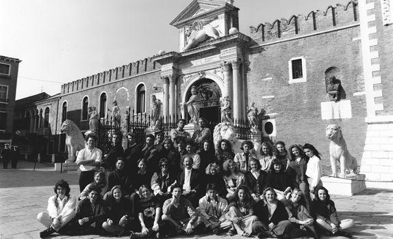 alumni_1990.jpg