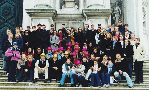 alumni_2001.jpg