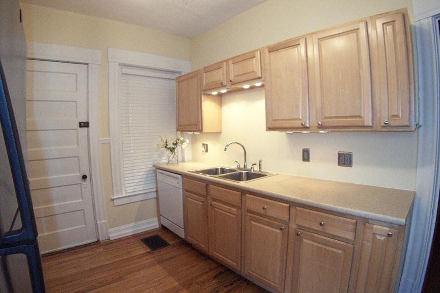 3434 Kitchen sink side
