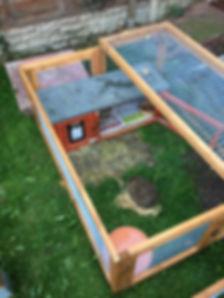 Hog in soft release enclosure