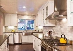 White Shaker kitchen 1
