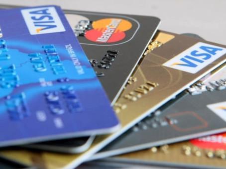 Multas de trânsito podem ser pagas com cartões de débito e parceladas no crédito.