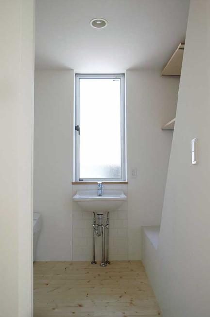洗面室です。トイレもいっしょですが、その分広くなっています。