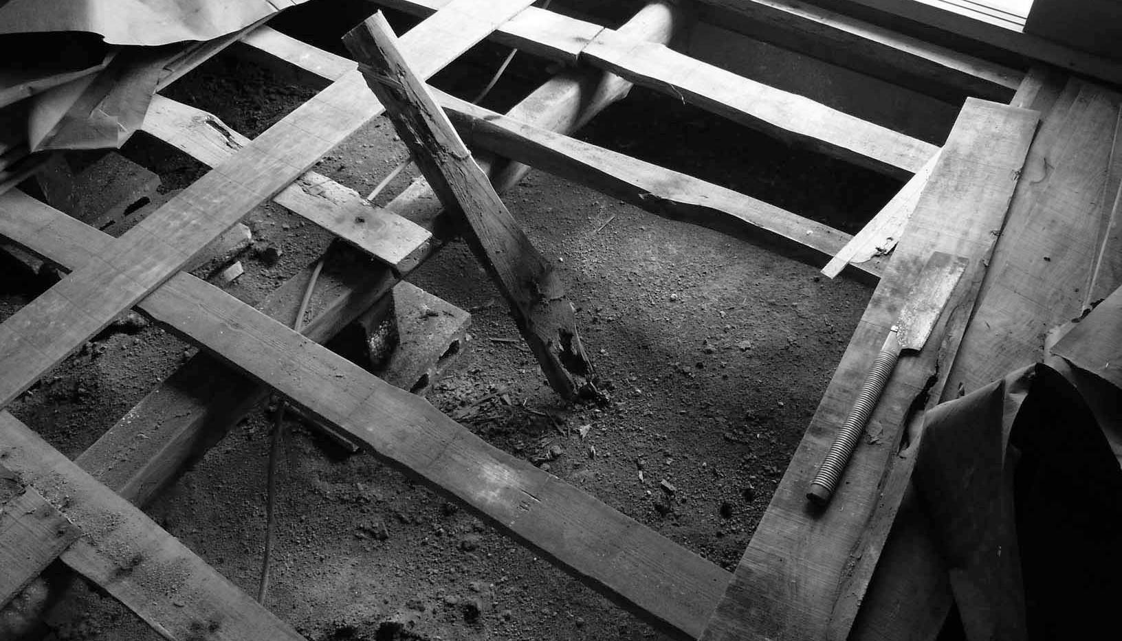 床下の一部はシロアリにやられていました。