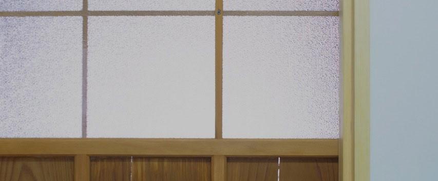既存の建具も補修してオイルを塗り直すと見違えるように甦りました。捨てなくて良かった!