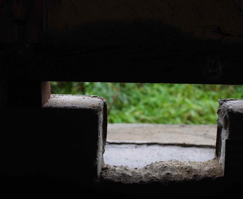 建物の傾きを治すためにジャッキアップした様子。この隙間分(6〜7cm)傾いていたということになります。