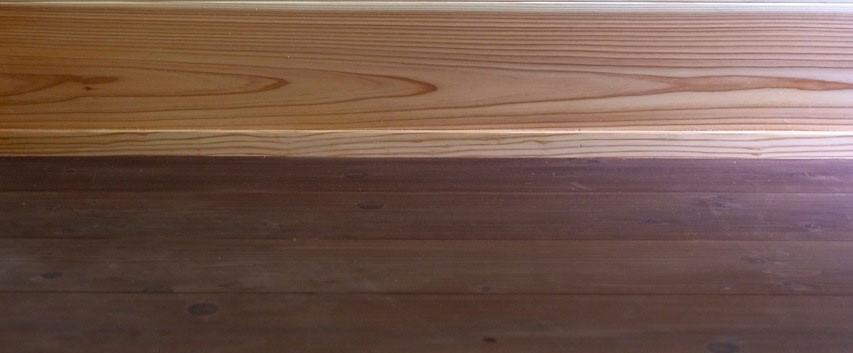 手前から既存のキッチン床、勝手口床の杉フローリング、杉の羽目板を貼った壁の取り合い部分。杉フローリングは汚れを気にせずガシガシ歩いてもらえるように柿渋を塗っています。