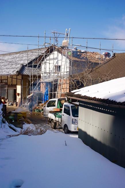 雪の中の作業、−3度