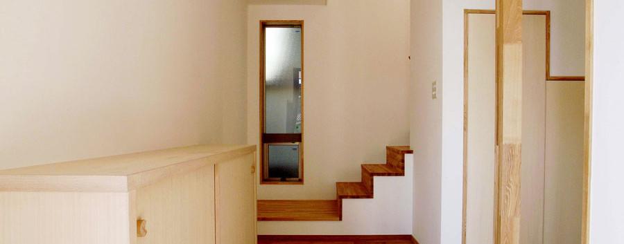 玄関入ってすぐ右手に和室があります。