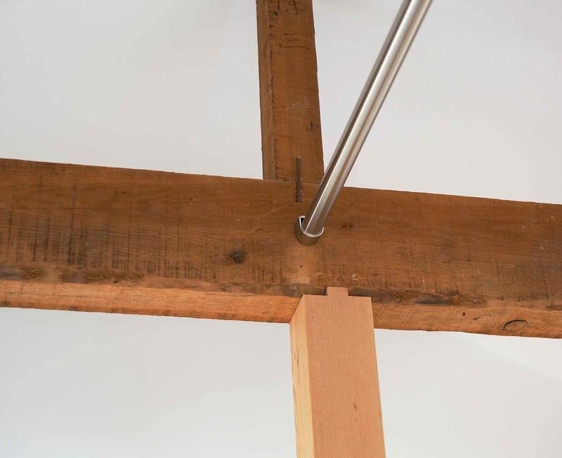 2Fは天井を取っ払っい高くしたので、古い梁が見えるようになりました。傷んでいた柱は新しく入れ替えています。
