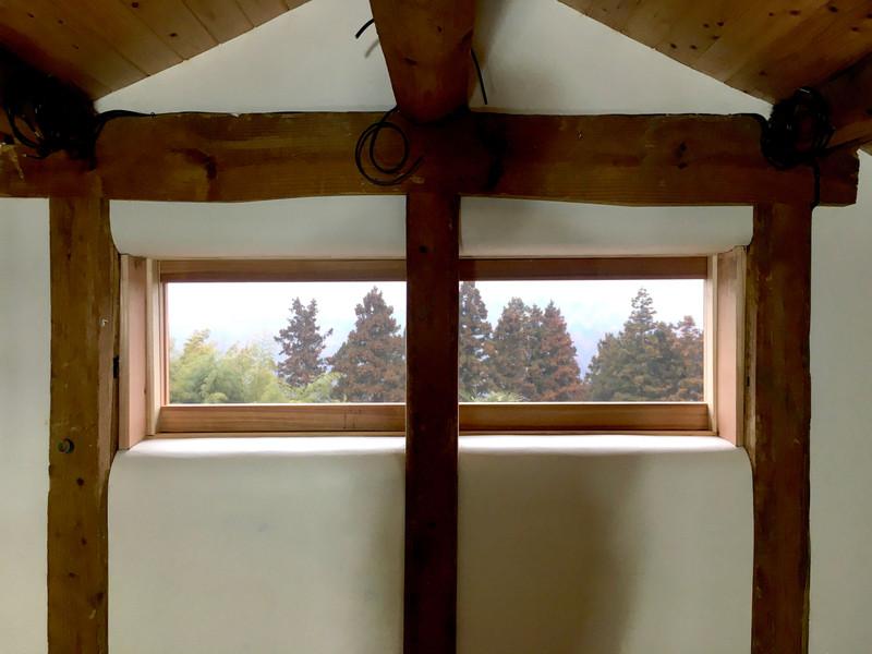 浮遊感のある横長窓
