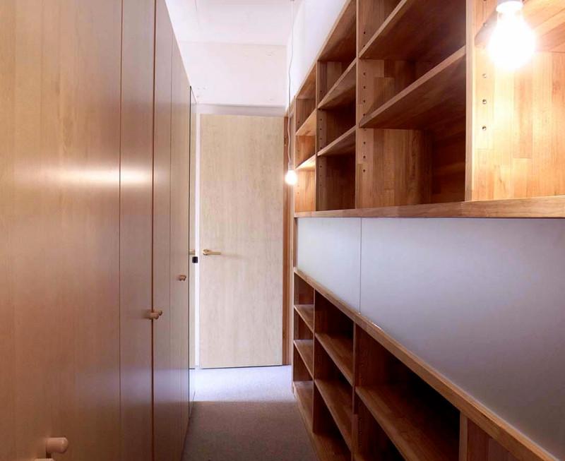 ベッドルームには将来のため扉が2つあり、大きなクローゼットで部屋を仕切っています。