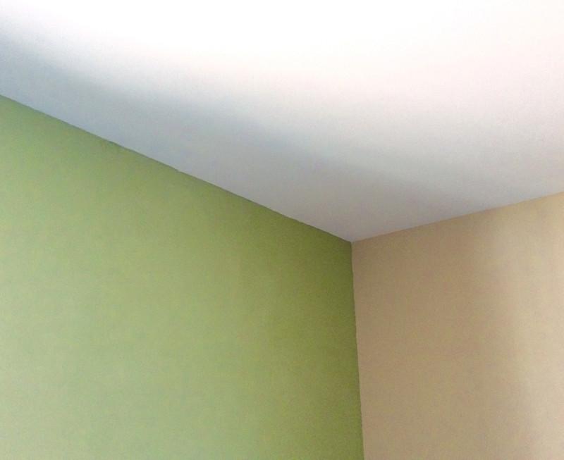 3色を使った漆喰塗装。DIYで塗っていただきました。