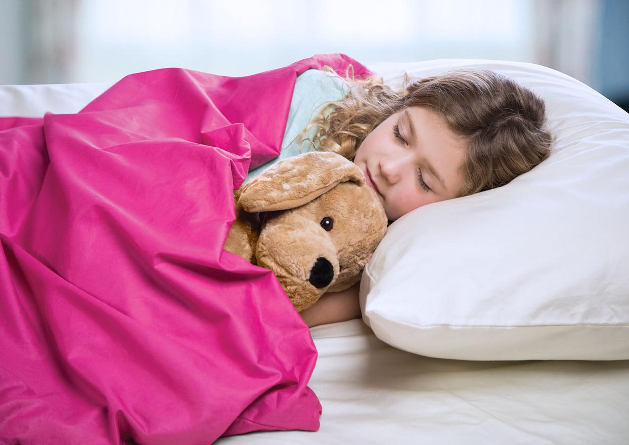 6lb-Blanket_Girl-Dog-Laying-Closeup_PINK