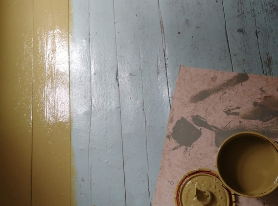 Golvet i Joels rum före och efter målnin