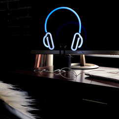 NL-HPHONES_Desk_7.jpg