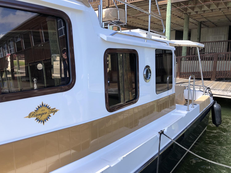31 Ranger Tug Command Bridge 2019