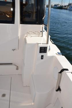 30 Cutwater Command Bridge diesel Volvo 435hp