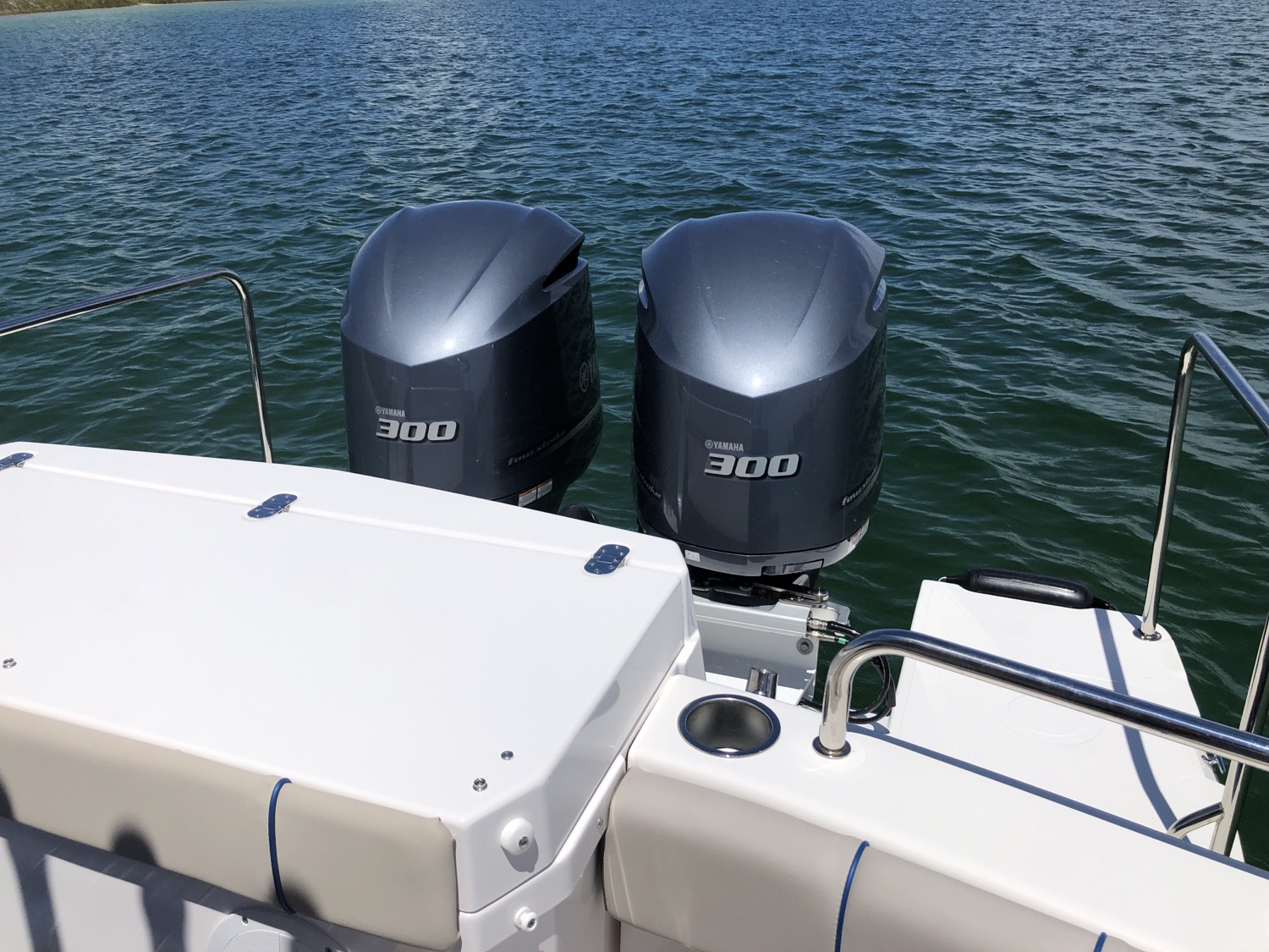 32 Cutwater Coupe LE 2020 Yamaha Outboards
