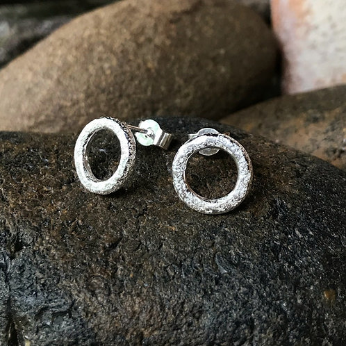 Halo stud earrings in sterling silver, natural setting