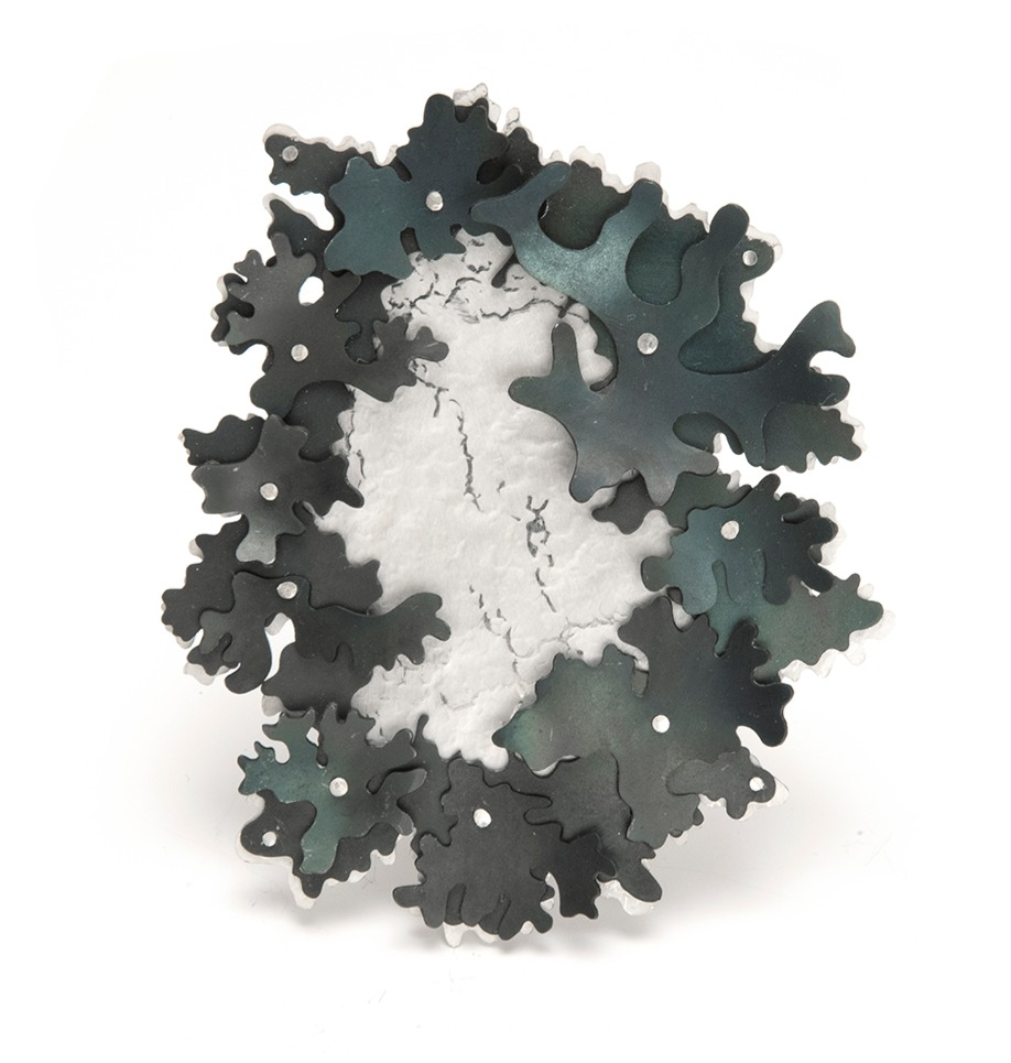 Foliose brooch