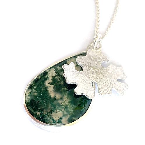 Moss pendant, product shot, close up