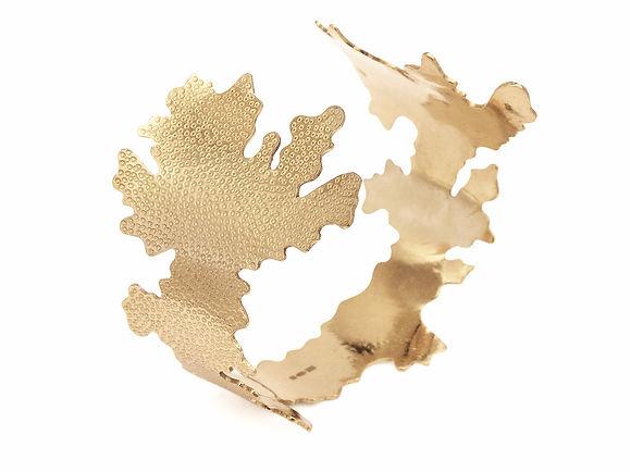 Foliose cuff, 9ct gold, Kate Bajic