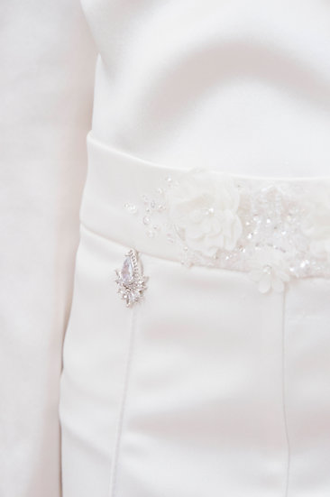 WHITE TROUSERS WITH ZIRCON ELEMENTS