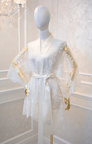 EXQUISITE LACE ROBE WITH A BELT