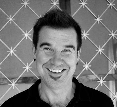 https://www.webcraft.asia, Tom Wallace hairdresser from American the best Western hair stylist in Siem Reap