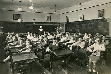 School Group - Grades 6-8 - 1945 - Lori