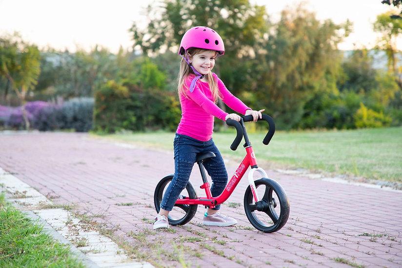 1030500_folding balance bike_Red_lifestyle.jpg