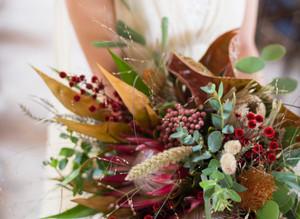 秋の装いが告げる結婚式の準備
