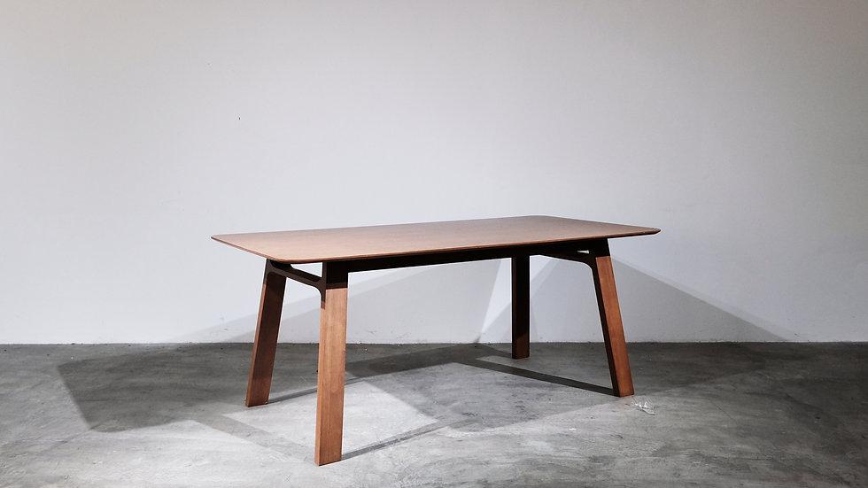 Sazuu Dining Table