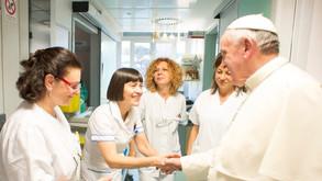 """O Papa destaca o """"testemunho de coragem e sacrifício dos profissionais de saúde"""""""