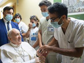 Papa continua internado para a reabilitação. Durante a doença, abrir-se com ternura ao irmão