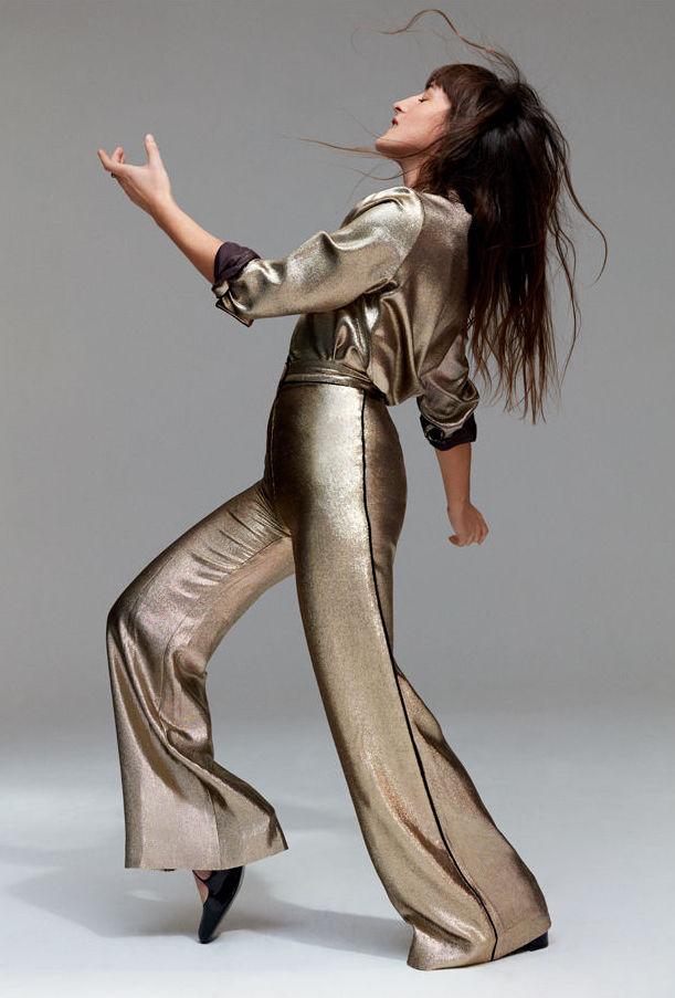 juliette-armanet-porte-haut-pantalon-des-ballerines-dior_exact1900x908_l