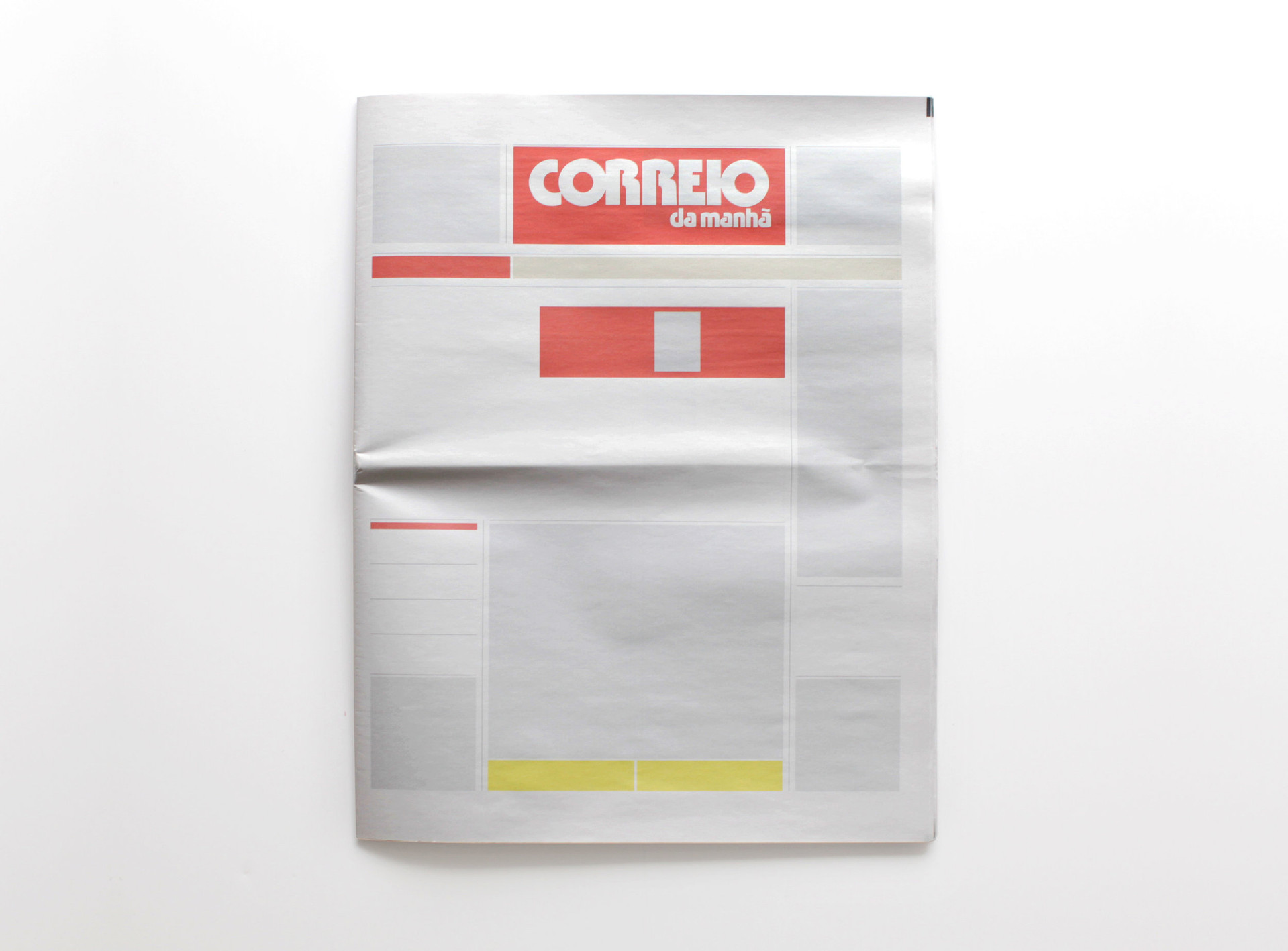 NOTHING IN CORREIO DA MANHÃ: Newspapers from around the world with nothing in them.