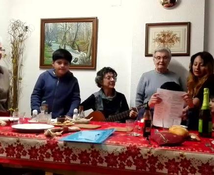 En  Nochebuena y Navidad disfrutamos cantando villancicos populares.