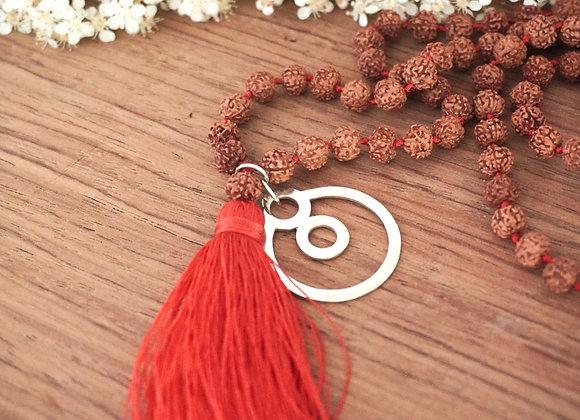 Collier en perles Rudraksha avec le symbole énergétique BeYou M